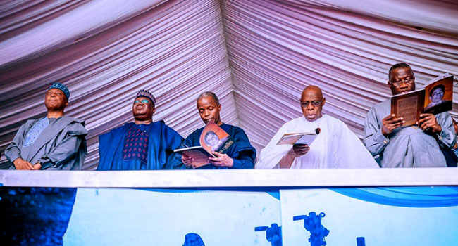 PHOTOS: Osinbajo, Ex-Presidents, Governors Attend Burial Of Gov. Emmanuel's Father