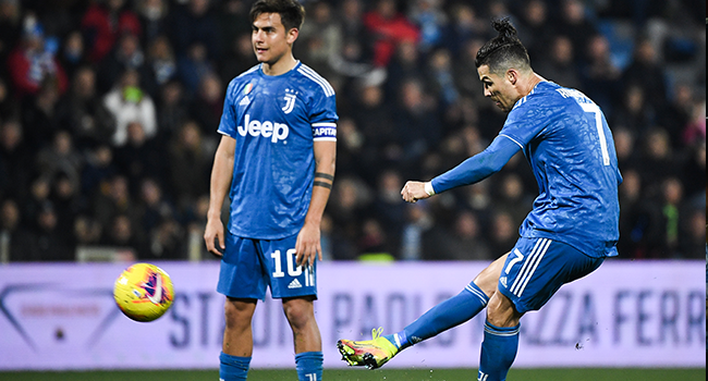 Juventus' Portuguese forward Cristiano Ronaldo shoots a free-kick next to Juventus' Argentine forward Paulo Dybala during the Italian Serie A football match SPAL vs Juventus on February 22, 2020 at the Paolo-Mazza stadium in Ferrara. Isabella BONOTTO / AFP