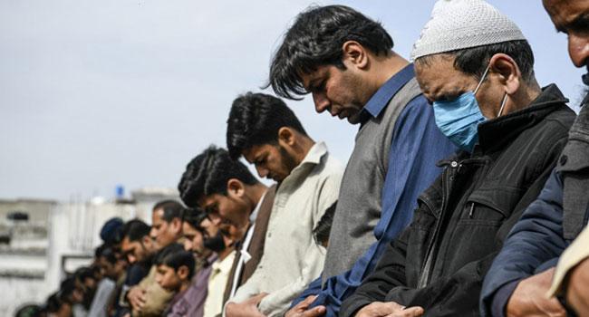 250,000 Pilgrims Mass In Pakistan Despite Coronavirus Warnings