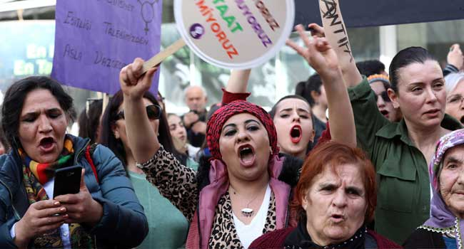 Istanbul Police Fire Tear Gas At Women's Day March