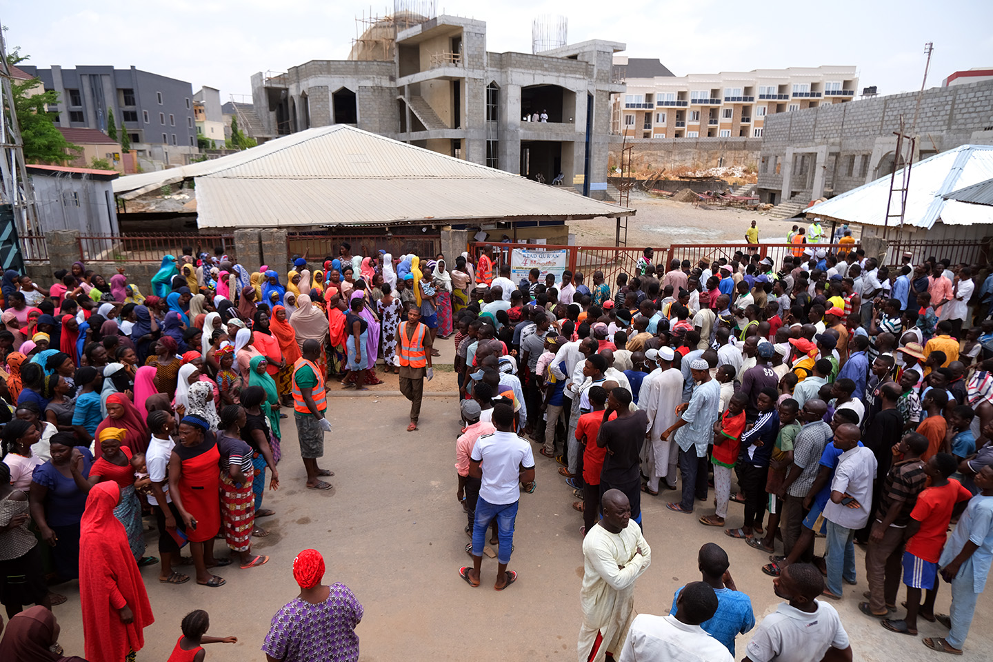 People gather to receive food aid from Al-Habibiyah Food Bank Programme following a 14-day lockdown aimed at limiting the spread of coronavirus disease, in Abuja, Nigeria April 3, 2020. Photo: Sodiq Adelakun / Channels TV