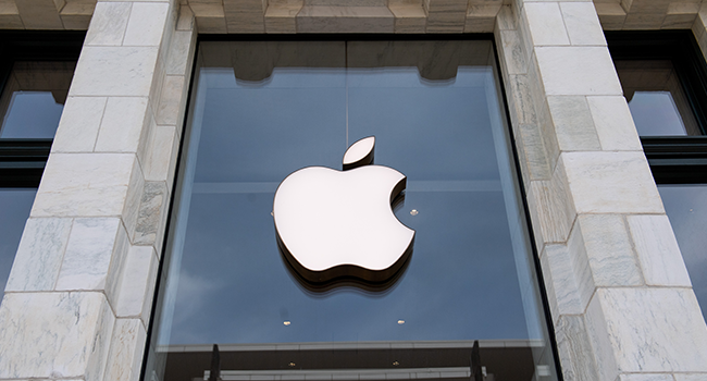 A closed Apple Store in Washington, DC, on April 29, 2020, ahead of their expected first quarter earnings report after market close on April 30. SAUL LOEB / AFP