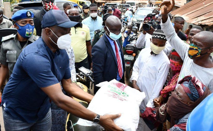 Seyi Makinde Distributes Palliatives To Poor Ibadan Residents