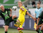 Wolfsburg's Austrian midfielder Xaver Schlager (L) vies with Dortmund's Norwegian forward Erling Braut Haaland during the German first division Bundesliga football match Vfl Wolfsburg vs Borussia Dortmund in Wolfsburg, on May 23, 2020. Michael Sohn / POOL / AFP