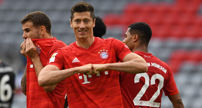Bayern Munich's Polish forward Robert Lewandowski celebrates the 3-0 during the German first division Bundesliga football match FC Bayern Munich v Fortuna Duesseldorf on May 30, 2020 in Munich, southern Germany. Christof STACHE / AFP / POOL