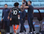 Chelsea's English head coach Frank Lampard (R) touch the elbow of Chelsea's Brazilian midfielder Willian as he is substituted off during the English Premier League football match between Aston Villa and Chelsea at Villa Park in Birmingham, central England on June 21, 2020. (Photo by MOLLY DARLINGTON / POOL / AFP) / RESTRICTED TO EDITORIAL USE. No use with unauthorized audio, video, data, fixture lists, club/league logos or 'live' services. Online in-match use limited to 120 images. An additional 40 images may be used in extra time. No video emulation. Social media in-match use limited to 120 images. An additional 40 images may be used in extra time. No use in betting publications, games or single club/league/player publications. /