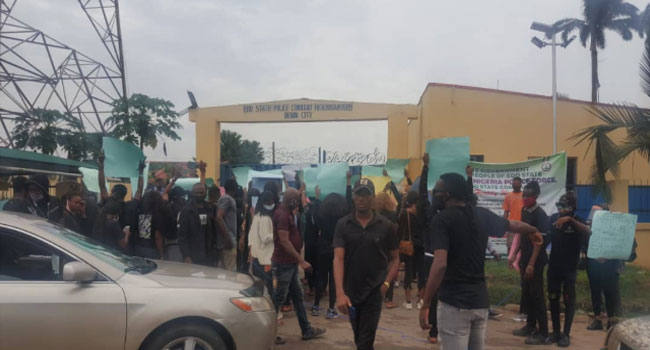 #JusticeForUwa: Protesters Storm Police Headquarters In Edo