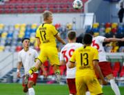 Dortmund's Norwegian forward Erling Braut Haaland (2nd L, no 17) scores the 0-1 during the German first division Bundesliga football match Fortuna Duesseldorf v Borussia Dortmund on June 13, 2020 in Duesseldorf, western Germany. LEON KUEGELER / POOL / AFP