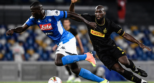 Napoli's Senegalese defender Kalidou Koulibaly (L) works around Inter Milan's Belgian forward Romelu Lukaku during the Italian Cup (Coppa Italia) semi-final second leg football match Napoli vs Inter Milan on June 13, 2020 at the San Paolo stadium in Naples, played behind closed doors as the country gradually eases its lockdown aimed at curbing the spread of the COVID-19 infection, caused by the novel coronavirus. Filippo MONTEFORTE / AFP