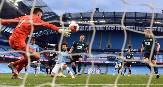 Man City crush 'embarrassed' Burnley to keep Liverpool waiting