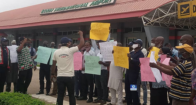 Aviation workers protested the concession of four airports on August 31, 2020.