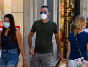 People wearing a face mask walk along the Via del Corso main shopping street on August 20, 2020 in Rome during the COVID-19 infection, caused by the novel coronavirus. Vincenzo PINTO / AFP