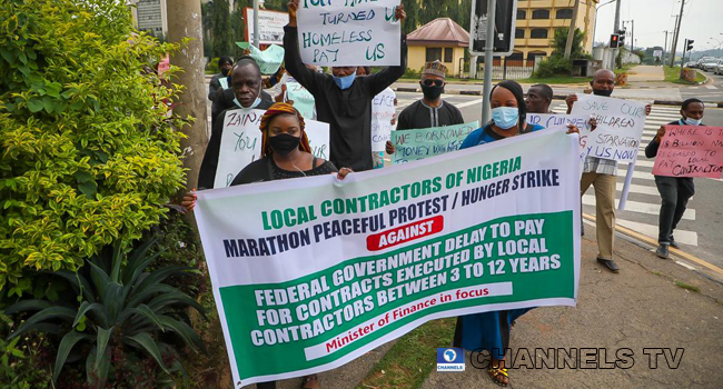Local contractors held banners and protested unpaid benefits in front of the Ministry of Finance on August 31, 2020.
