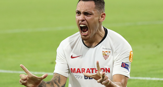 Sevilla's Argentinian midfielder Lucas Ocampos celebrates scoring his team's first goal during the UEFA Europa League quarter-final football match Wolverhampton Wanderers v Sevilla at the MSV Arena on August 11, 2020 in Duisburg, western Germany. Friedemann Vogel / POOL / AFP