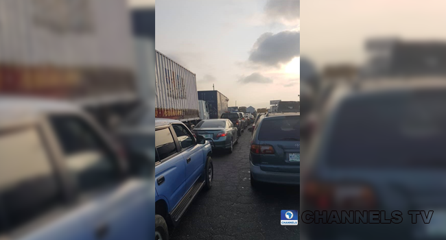 Accident Causes Gridlock On Lagos-Ibadan Expressway