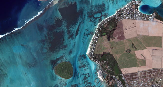Oil spill: Mauritius braces for split of oil-oozing ship off coast