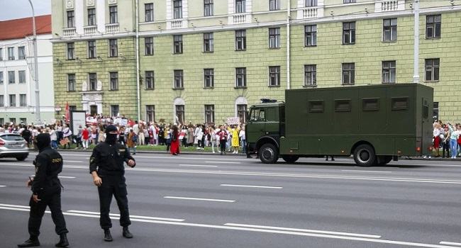 Belarus Police Arrest Protesters In Opposition March