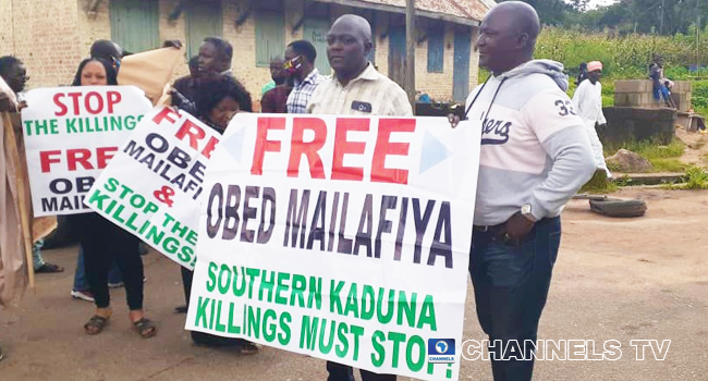 A cross section of the crowd protesting the 'intimidation' of former CBN Deputy Governor, Mailafia by the DSS on September 14, 2020.