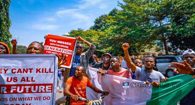 #EndSARS Protesters Defy Security Operatives, Continue Demonstrations In Abuja