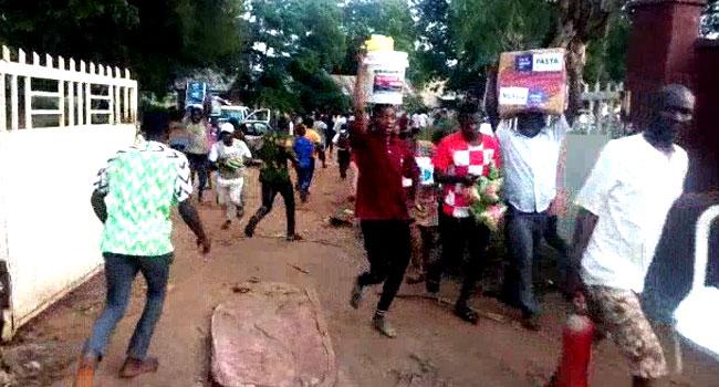 VIDEO: Angry Taraba Residents Break Open Warehouse Storing COVID-19 Palliatives