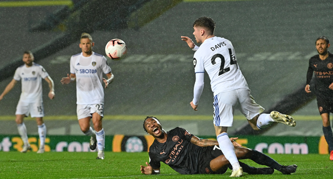 Manchester City's English midfielder Raheem Sterling (C) appeals for a foul by Leeds United's English defender Leif Davis during the English Premier League football match between Leeds United and Manchester City at Elland Road in Leeds, northern England on October 3, 2020. Paul ELLIS / POOL / AFP