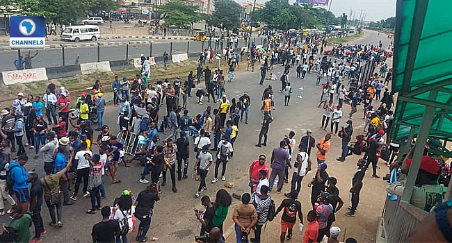 Again, #EndSWAT Protesters Block Lagos-Ibadan Expressway