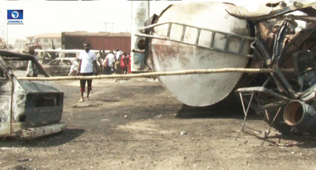 Fire Guts Multiple Vehicles Along Lagos-Ibadan Expressway