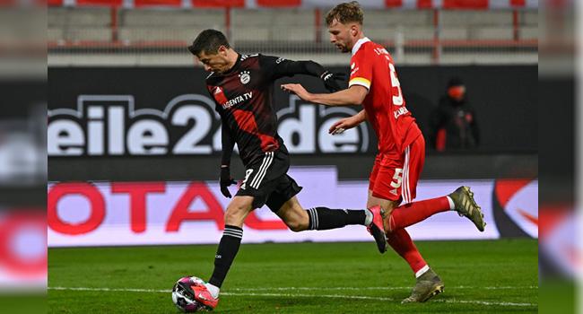 Lewandowski Rescues Bayern At Union, Dortmund Suffer 'Disaster'