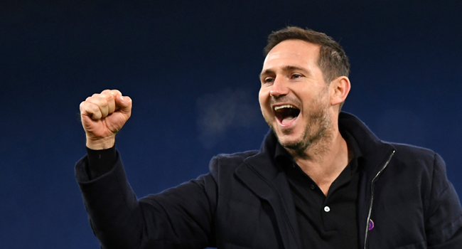 Chelsea's English head coach Frank Lampard (C) celebrates at the end of the game during the English Premier League football match between Chelsea and Leeds United at Stamford Bridge in London on December 5, 2020. Chelsea won the game 3-1. DANIEL LEAL-OLIVAS / POOL / AFP