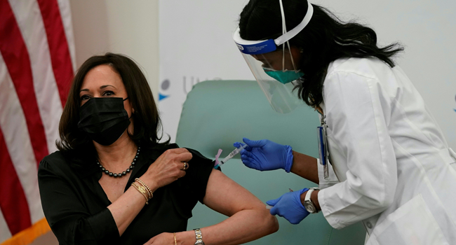 Registered nurse Patricia Cummings administers the COVID-19 vaccine to Vice President-elect Kamala Harris December 29, 2020 at the United Medical Center in Washington, DC. Alex Edelman / AFP