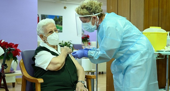 96-Year-Old Woman Receives Spain's First COVID-19 Vaccine
