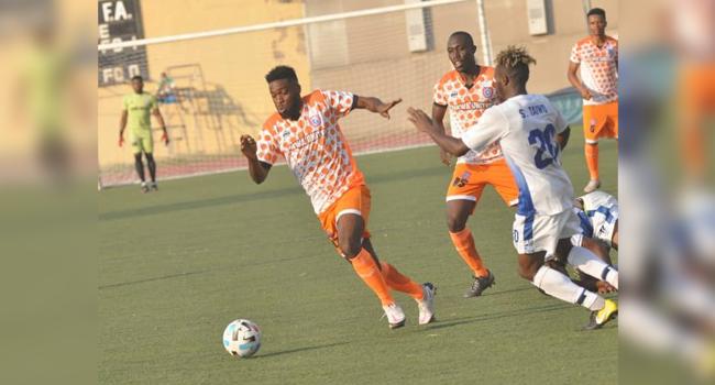 Goalscorer Charles Atshimene of Akwa United on the ball.