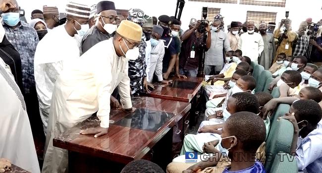 Gov Bello Meets Freed Kagara Abductees In Minna