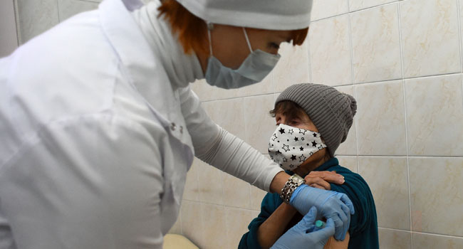 Russian Employees Rejecting COVID-19 Vaccines Risk Unpaid Leave