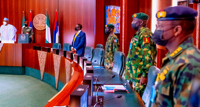Buhari Meets With Service Chiefs Ahead Of UK Trip