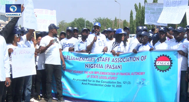 Parliamentary Workers Protest At NASS Gate, Threaten To Shut Down State Assemblies