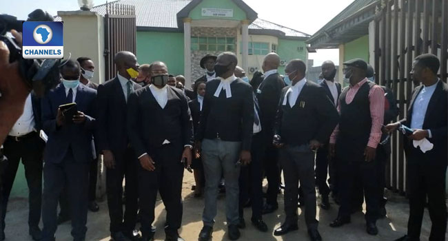 Security Agents Deny Protesting Lawyers Entrance Into Edo Govt Office