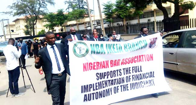 Financial Autonomy: Lawyers Visit Lagos Govt House In Support Of JUSUN Strike