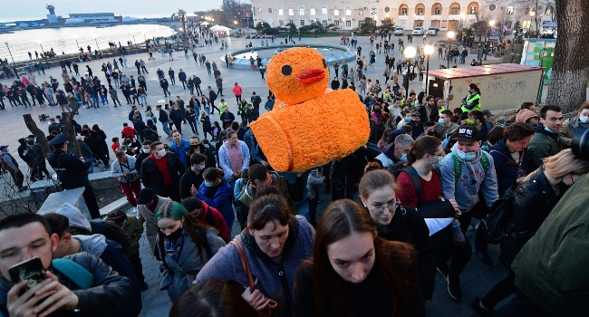 Nearly 200 Protesters Detained During Pro-Navalny Rallies