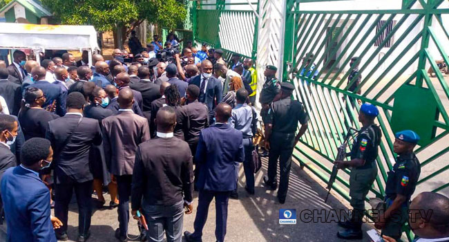 Financial Autonomy: Security Agents Lock NASS Gate, Deny Protesting Lawyers Entry
