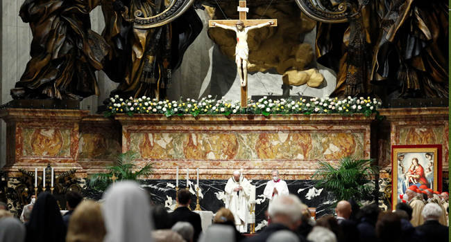 Pope Francis celebrates the Easter Vigil on April 03, 2021 at St. Peter's Basilica in The Vatican during the Covid-19 coronavirus pandemic. REMO CASILLI / POOL / AFP