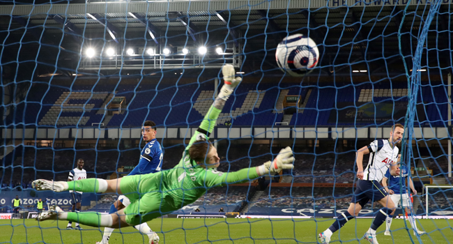 Tottenham Hotspur's English striker Harry Kane (R) scores his team's second goal during the English Premier League football match between Everton and Tottenham Hotspur at Goodison Park in Liverpool, north west England on April 16, 2021. Clive Brunskill / POOL / AFP