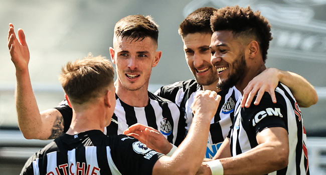 Newcastle United's Brazilian striker Joelinton (R) celebrates with teammates after scoring a goal during the English Premier League football match between Newcastle United and West Ham United at St James' Park in Newcastle-upon-Tyne, north east England on April 17, 2021. dave rogers / POOL / AFP