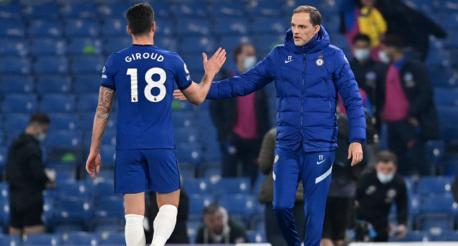 Chelsea's German head coach Thomas Tuchel (R) congratulates Chelsea's French striker Olivier Giroud after during the English Premier League football match between Chelsea and Brighton and Hove Albion at Stamford Bridge in London on April 20, 2021. NEIL HALL / POOL / AFP