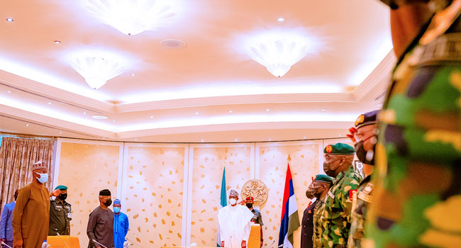 Again, Buhari Holds Security Meeting With Service Chiefs