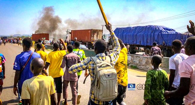 Protesters Block Abuja-Kaduna Highway, Demand End To Kidnapping, Banditry