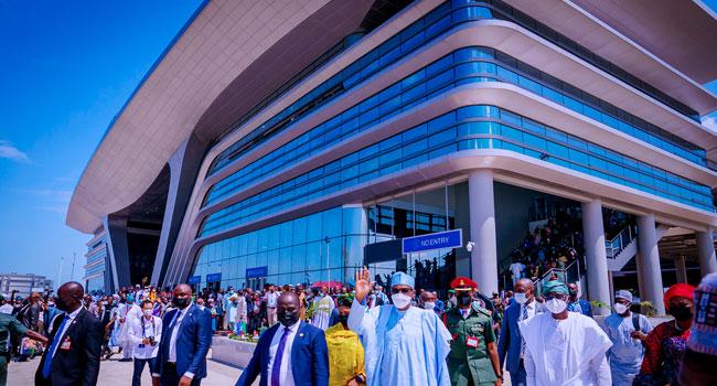 [PHOTOS] Lagos-Ibadan Standard Guage Rail: Buhari Flags Off Full Commercial Operation