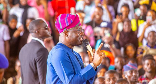 Makinde Announces 25% Reduction In LAUTECH Fees