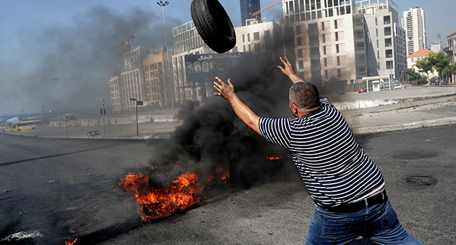 Lebanon Protesters Clash With Security Forces As Currency Plunges