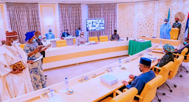 President Buhari Swears In Five New Permanent Secretaries At FEC